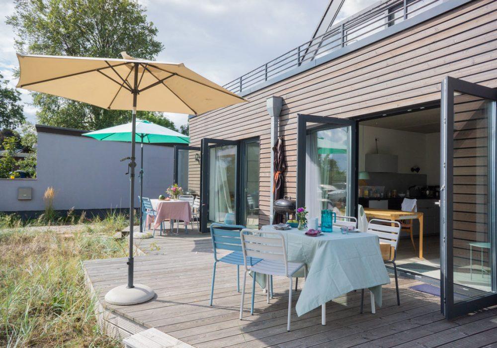 Möblierte Terrassen im Gruppenhaus Flunder&Hering